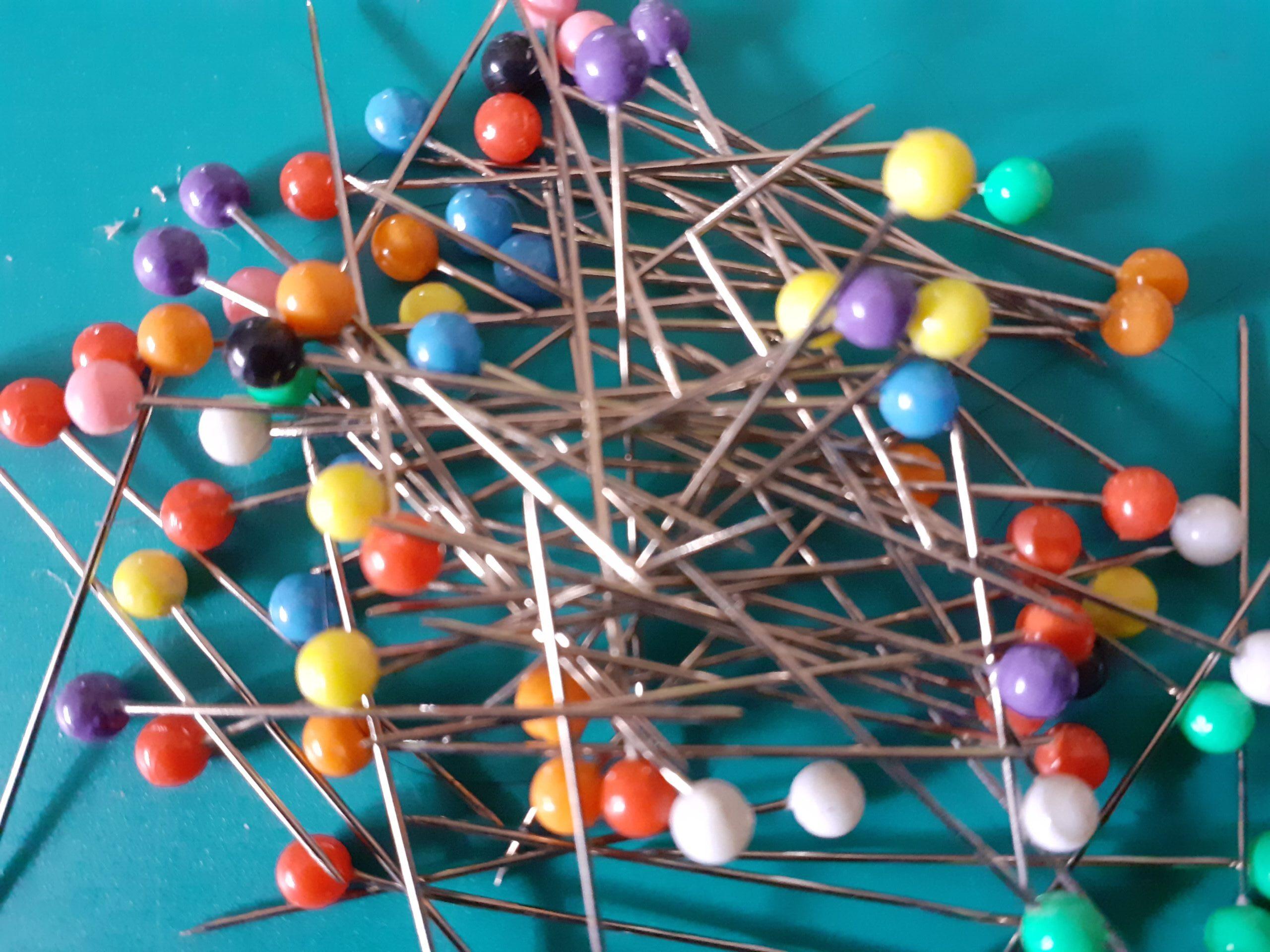 spilli colorati a simboleggiare obiettivi di arteterapia